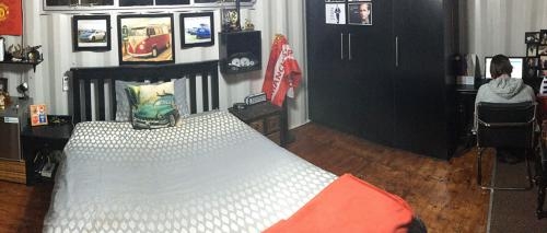 Dorm Bedroom-Pou-Wide